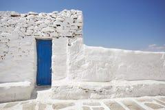 Blauwe Deur en Witte Steenmuur Royalty-vrije Stock Afbeelding