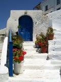 Blauwe deur in Griekenland Stock Afbeelding
