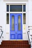Blauwe deur in Londen royalty-vrije stock fotografie