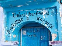 Blauwe deur van een kosmetische kliniek Stock Afbeelding