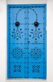 Blauwe deuren en witte muur van het inbouwen van Sidi Bou Said Stock Fotografie