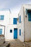 Blauwe deuren, venster en witte muur van het inbouwen van Sidi Bou Said Royalty-vrije Stock Fotografie