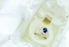 Blauwe diamantring Stock Foto's