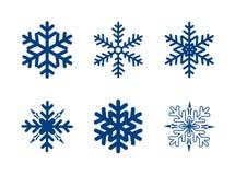 Blauwe die sneeuwvlokken op wit worden geïsoleerd Stock Afbeelding