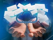 Blauwe die wolk door realistische die envelop e-mail wordt omringd op a wordt getoond Stock Afbeeldingen