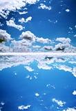 Blauwe diepe hemel stock afbeeldingen