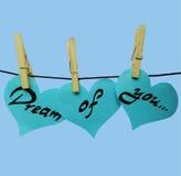 Blauwe document harten op wasknijpers met inschrijving - Droom van u Stock Foto's