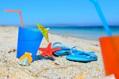 Blauwe dranken en sandals royalty-vrije stock afbeelding