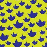 Blauwe eenvoudige vogels op de citroengele achtergrond Royalty-vrije Stock Foto