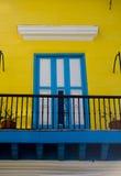 Blauwe en gele ingang in Cuba royalty-vrije stock afbeeldingen