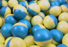 Blauwe en Gele Paintballs Royalty-vrije Stock Afbeeldingen