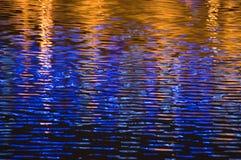 Blauwe en gouden golven royalty-vrije stock afbeeldingen