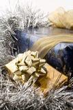 Blauwe en gouden Kerstmisgiften Stock Foto's