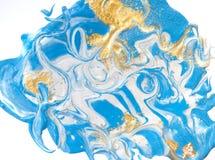 Blauwe en gouden vloeibare textuur Hand getrokken marmerende achtergrond Inkt marmeren abstract patroon Stock Fotografie