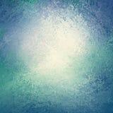 Blauwe en groene achtergrond met wit centrum en afgesponste uitstekende grungetextuur als achtergrond die als water of golvengren
