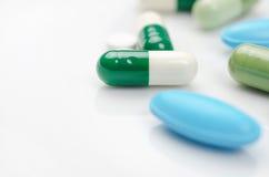 Blauwe en groene pillen Royalty-vrije Stock Foto