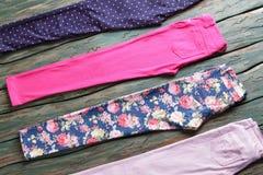 Blauwe en lichtrose broeken Royalty-vrije Stock Afbeeldingen