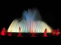 Blauwe en rode fontein royalty-vrije stock afbeeldingen