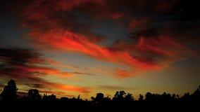 Blauwe en Rode Zonsondergang stock video