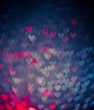 Blauwe en roze harten bokeh als achtergrond Stock Afbeeldingen