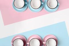 Blauwe en roze koppen op abstracte achtergrond Royalty-vrije Stock Foto's