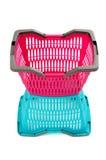 Blauwe en roze lege plastic het winkelen mand. Stock Fotografie