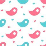 Blauwe en roze vogel-vormige voorwerpen met harten op de achtergrond Stock Afbeeldingen