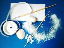 Blauwe en witte abstracte creativiteitachtergrond Stock Foto's