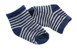 Blauwe en witte gestreepte babysokken Stock Afbeeldingen