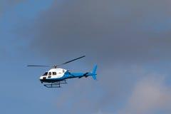 Blauwe en Witte Helecopter Royalty-vrije Stock Foto's