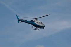 Blauwe en Witte Helecopter Royalty-vrije Stock Afbeeldingen