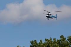 Blauwe en Witte Helecopter Stock Afbeeldingen