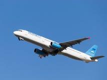 Blauwe en witte Luchtbus A321-231 Stock Foto