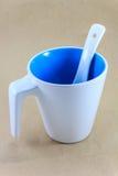 Blauwe en witte mok Stock Foto