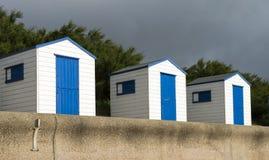 Blauwe en Witte Strandhutten in Southwold, Suffolk, U Stock Afbeeldingen