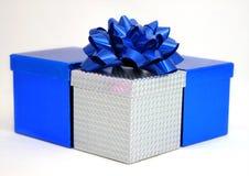 Blauwe en zilveren dozen stock afbeeldingen