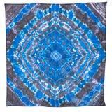 Blauwe en zwarte zijdesjaal met abstract patroon Stock Foto's