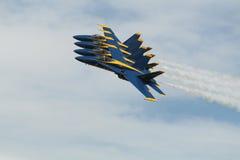 Blauwe Engelen in strakke vormingsluchtparade Stock Foto