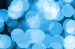 Blauwe Feestelijke Kerstmis elegante abstracte achtergrond met vele bokehlichten Defocused artistiek beeld Royalty-vrije Stock Afbeelding