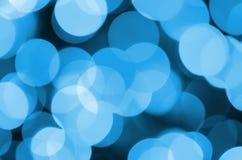 Blauwe Feestelijke Kerstmis elegante abstracte achtergrond met vele bokehlichten Defocused artistiek beeld Stock Fotografie