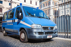 Blauwe Fiat Ducato-bestelwagen als politiewagen in Rome Stock Foto