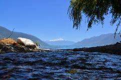 Blauwe Fjordwateren en vulkaan in Patagonië, Chili Stock Foto