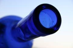 Blauwe fles stock afbeelding