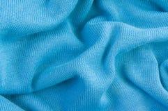 Blauwe gebreide verfrommelde stof, textuur, achtergrond stock afbeelding