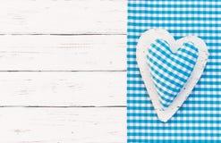 Blauwe gecontroleerde hartachtergrond voor zijn babydouche, een jongen royalty-vrije stock fotografie