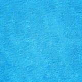 Blauwe gegolfte waterachtergrond Stock Fotografie
