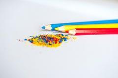 Blauwe gele rode potloodcrumbs Royalty-vrije Stock Fotografie