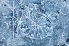 Blauwe gestemde macrotextuur als achtergrond van gebroken ijs Stock Afbeeldingen