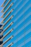 Blauwe Gestreepte Vensters met Witte Hoeken Stock Foto's