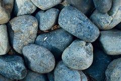 Blauwe geweven kiezelsteen-stenen close-upachtergrond royalty-vrije stock foto